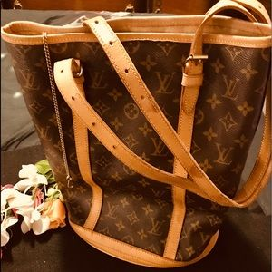 LV MONOGRAM (GM) BUCKET TOTE